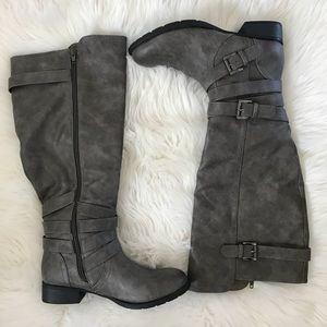 🌟NEW LISTING! 3/17🌟 Gray Boots